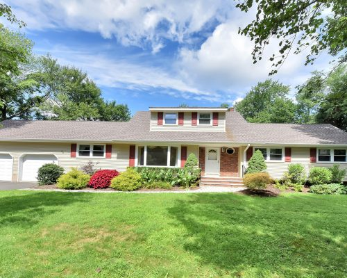 22 Thomas Court Woodcliff Lake NJ